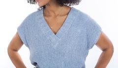 close_up_sleeveless_sweater_1_medium