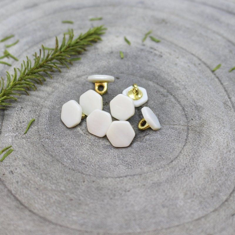 quartz-buttons-off-white