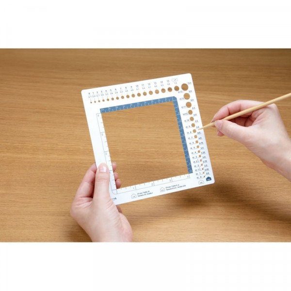 swatch-ruler-and-needle-gauge-2